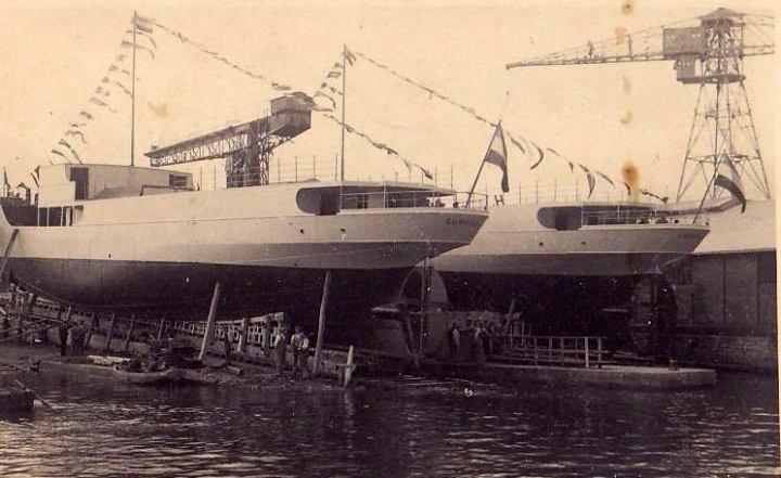 Putničko-teretni brodovi Sarajevo i Šumadija na navozu 1937.