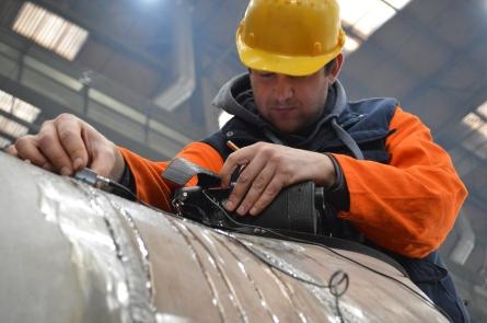 BRODOSPLIT Laboratorij za KBR - Ultrazvučno ispitivanje materijala i zavarenih spojeva na Novogradnji 484 u Brodosplitovoj predmontažnoj hali