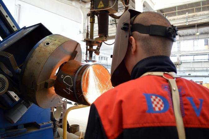 Stroj za rezanje segmenata lukova