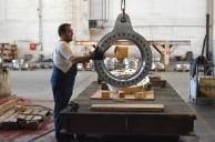 BRODOSPLIT Strojna obrada superduplex-a za projekt Mojsije - Izrada kruna za samopodesive ležajeve oko kojih se okreću 320-380 tona teška čelična vrata koja škverani grade za obranu Venecije od poplava