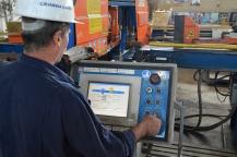 Rezanje detalja cijevi tračnom pilom u Brodosplitovoj radionici za cjevarsku izradu